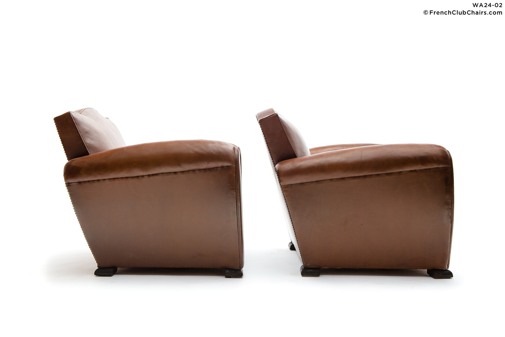 WA24-02_GENDARMELEHAVREFONCEPAIR_W_3RT-v01-williams-antiks-leather-french-club-chair-wa_fcccom_w