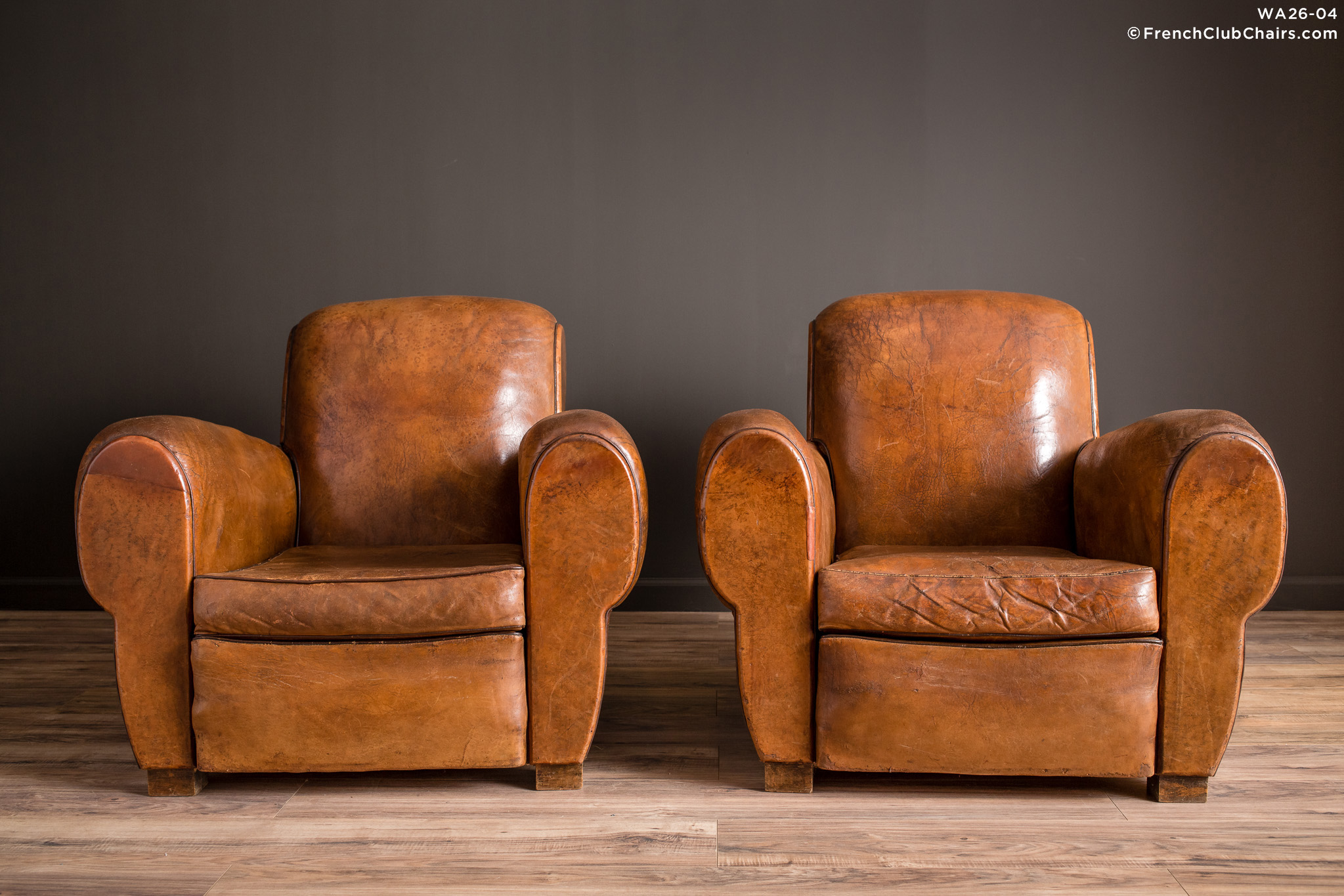 WA_26-04_La_Jura_Rollback_Ancien_Pair_R_1TQ-v01-williams-antiks-leather-french-club-chair-wa_fcccom