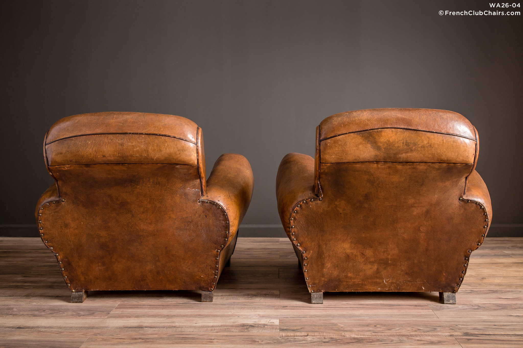 WA_26-04_La_Jura_Rollback_Ancien_Pair_R_2BK-v01-williams-antiks-leather-french-club-chair-wa_fcccom