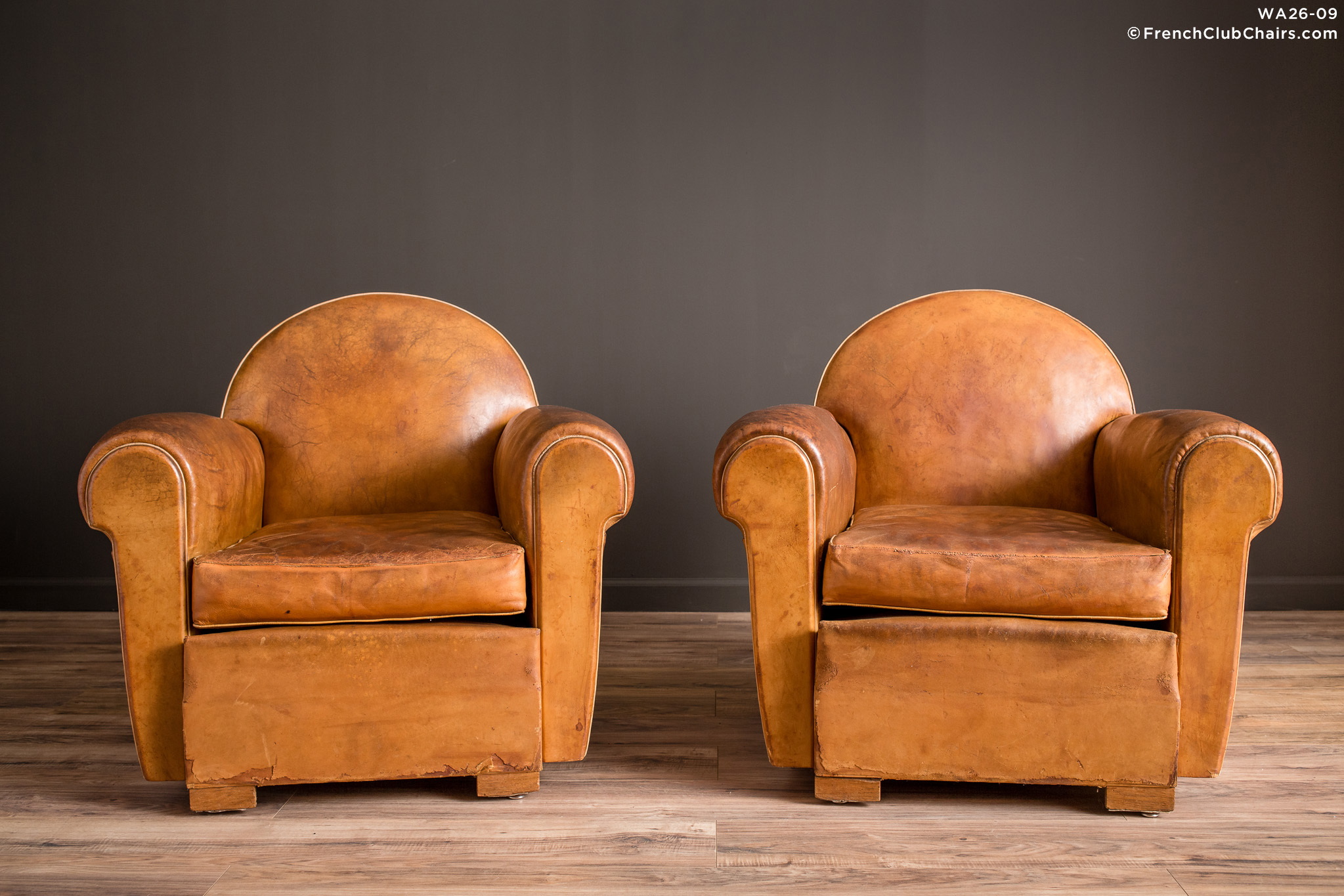 WA_26-09_Bern_Cinema_Clair_pair_R_1TQ-v01-williams-antiks-leather-french-club-chair-wa_fcccom