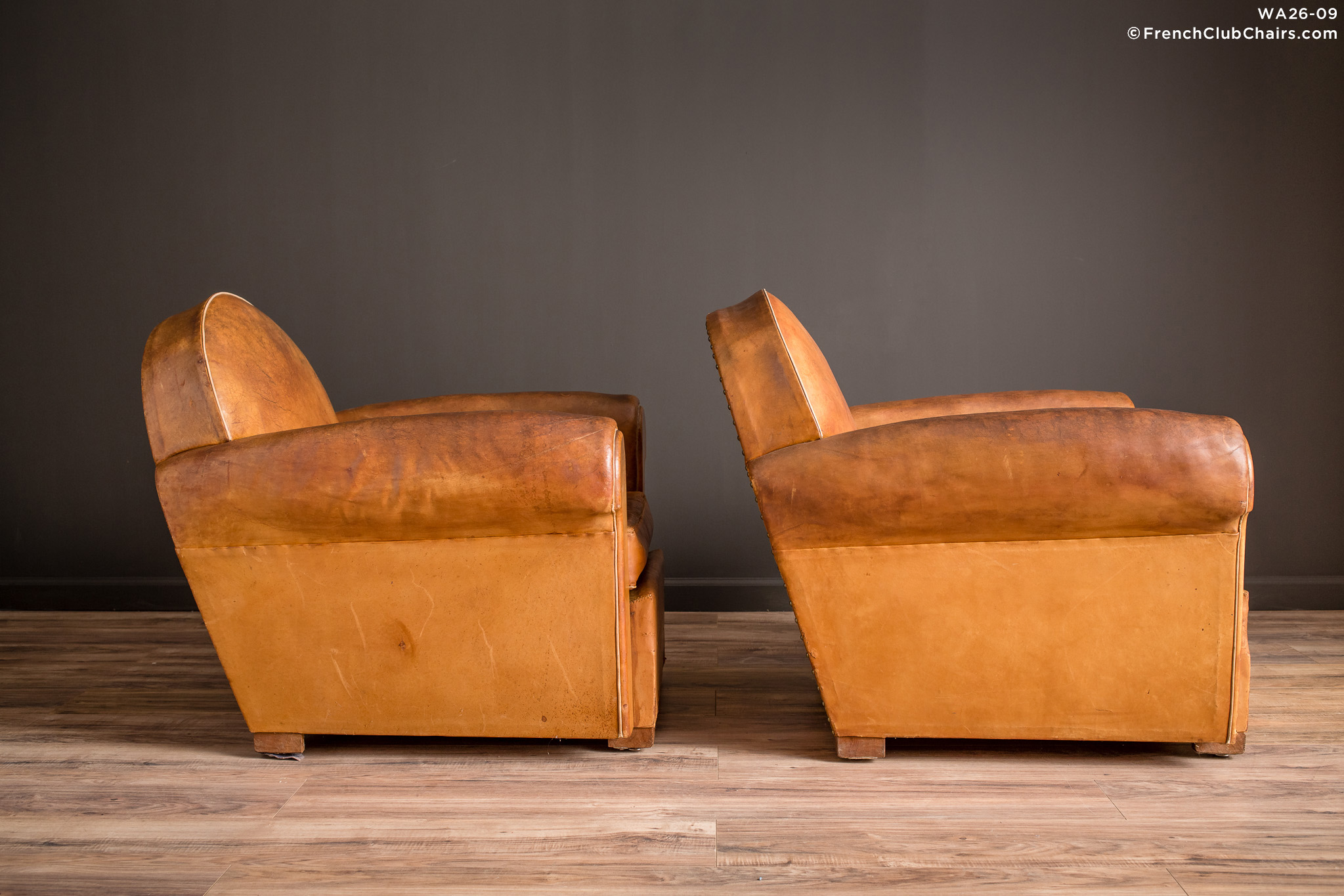 WA_26-09_Bern_Cinema_Clair_pair_R_3RT-v01-williams-antiks-leather-french-club-chair-wa_fcccom