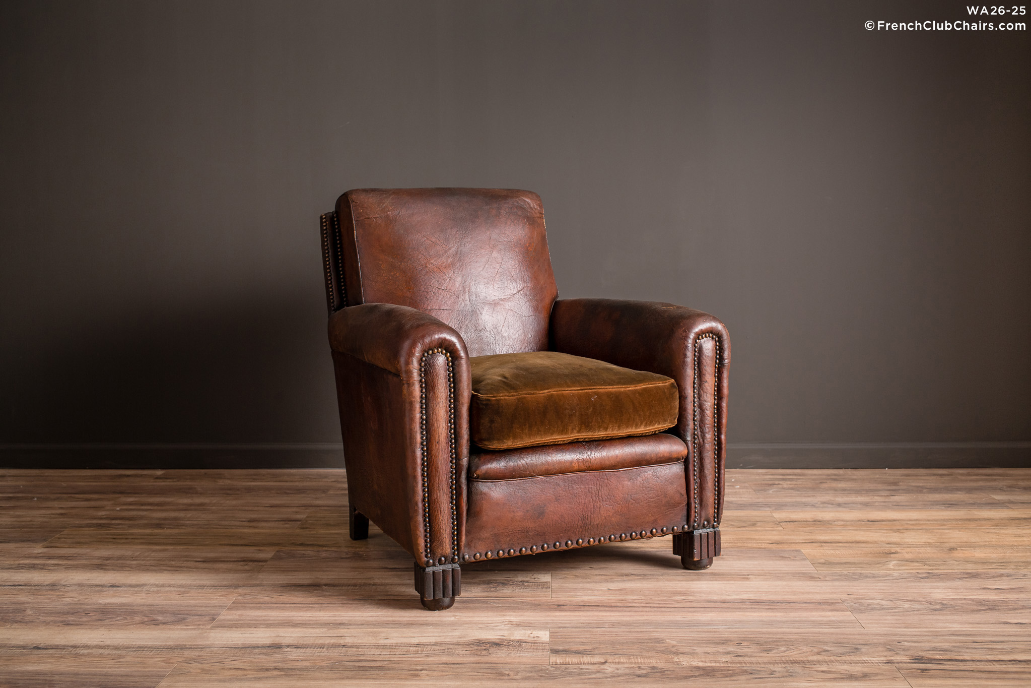 WA_26-25_Basque_Sweet_Dark_Nailed_Solo_R_1TQ-v01-williams-antiks-leather-french-club-chair-wa_fcccom