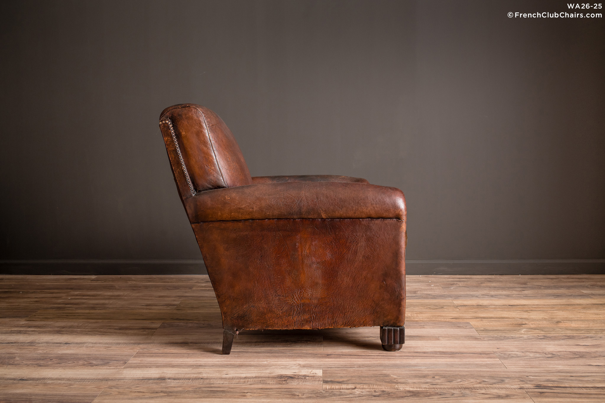 WA_26-25_Basque_Sweet_Dark_Nailed_Solo_R_3RT-v01-williams-antiks-leather-french-club-chair-wa_fcccom