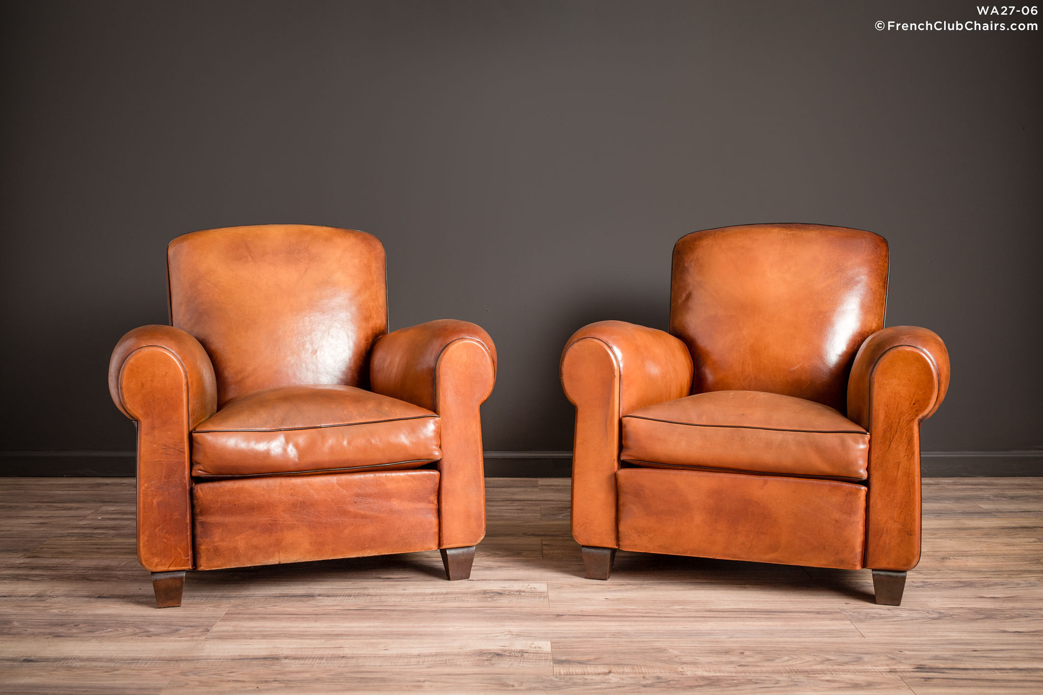 WA_27-06_Library_Giverny_Cognac_Pair_R_1TQ-v01-williams-antiks-leather-french-club-chair-wa_fcccom
