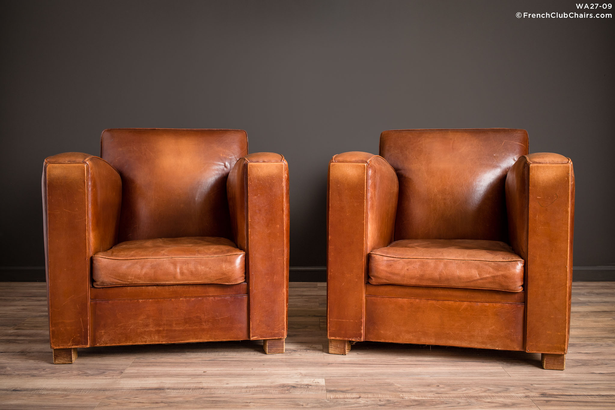 WA_27-09_Christophe_Paquebot_Pair_R_1TQ-v01-williams-antiks-leather-french-club-chair-wa_fcccom