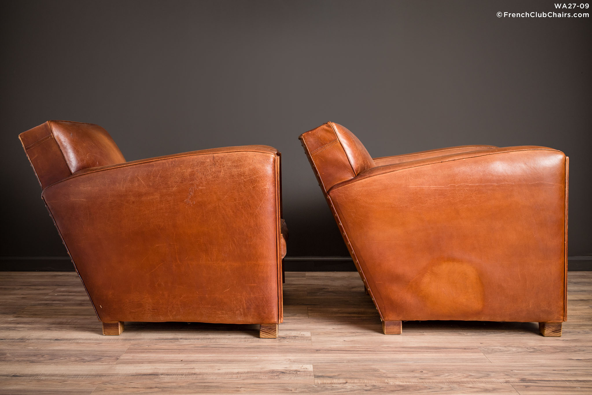 WA_27-09_Christophe_Paquebot_Pair_R_3RT-v01-williams-antiks-leather-french-club-chair-wa_fcccom