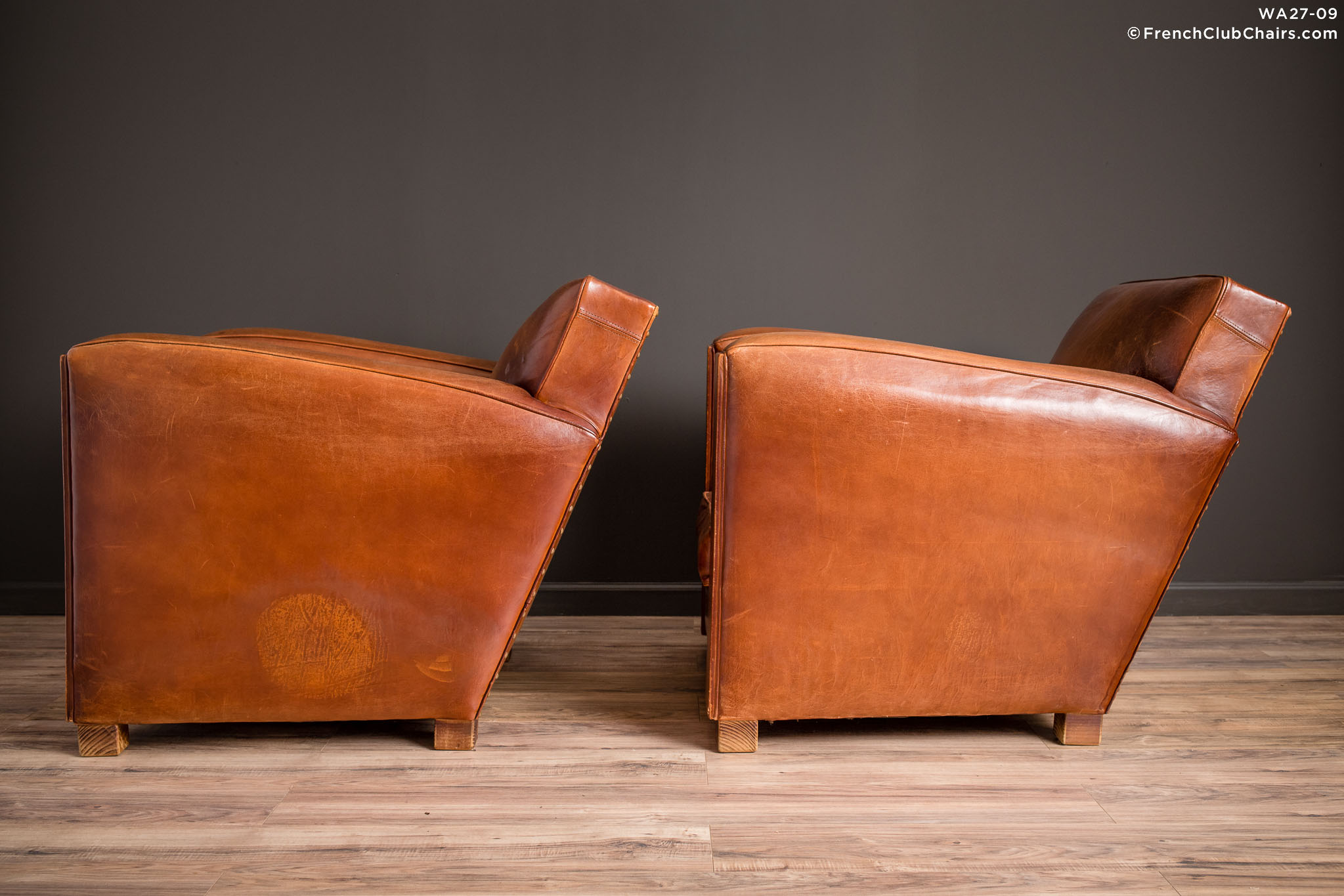 WA_27-09_Christophe_Paquebot_Pair_R_4LT-v01-williams-antiks-leather-french-club-chair-wa_fcccom