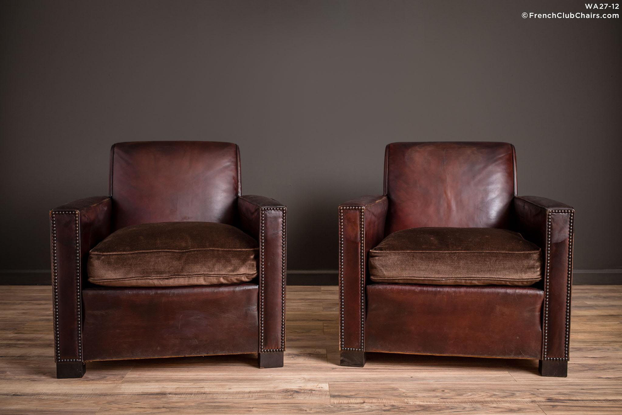 WA_27-12_St_Tropez_Dark_Lounge_Square_Pair_R_1TQ-v01-williams-antiks-leather-french-club-chair-wa_fcccom