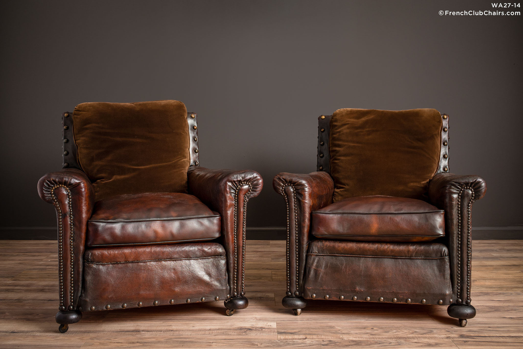 WA_27-14_Ile_de_St_Louis_Nailed_Square_Pair_R_1TQ-v01-williams-antiks-leather-french-club-chair-wa_fcccom