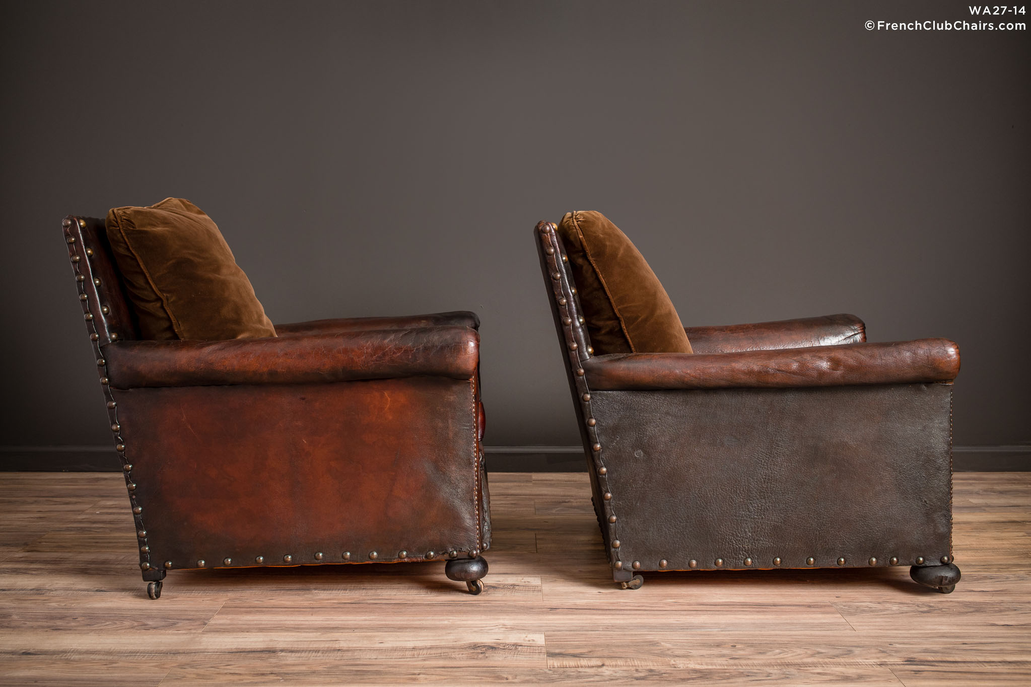 WA_27-14_Ile_de_St_Louis_Nailed_Square_Pair_R_3RT-v01-williams-antiks-leather-french-club-chair-wa_fcccom