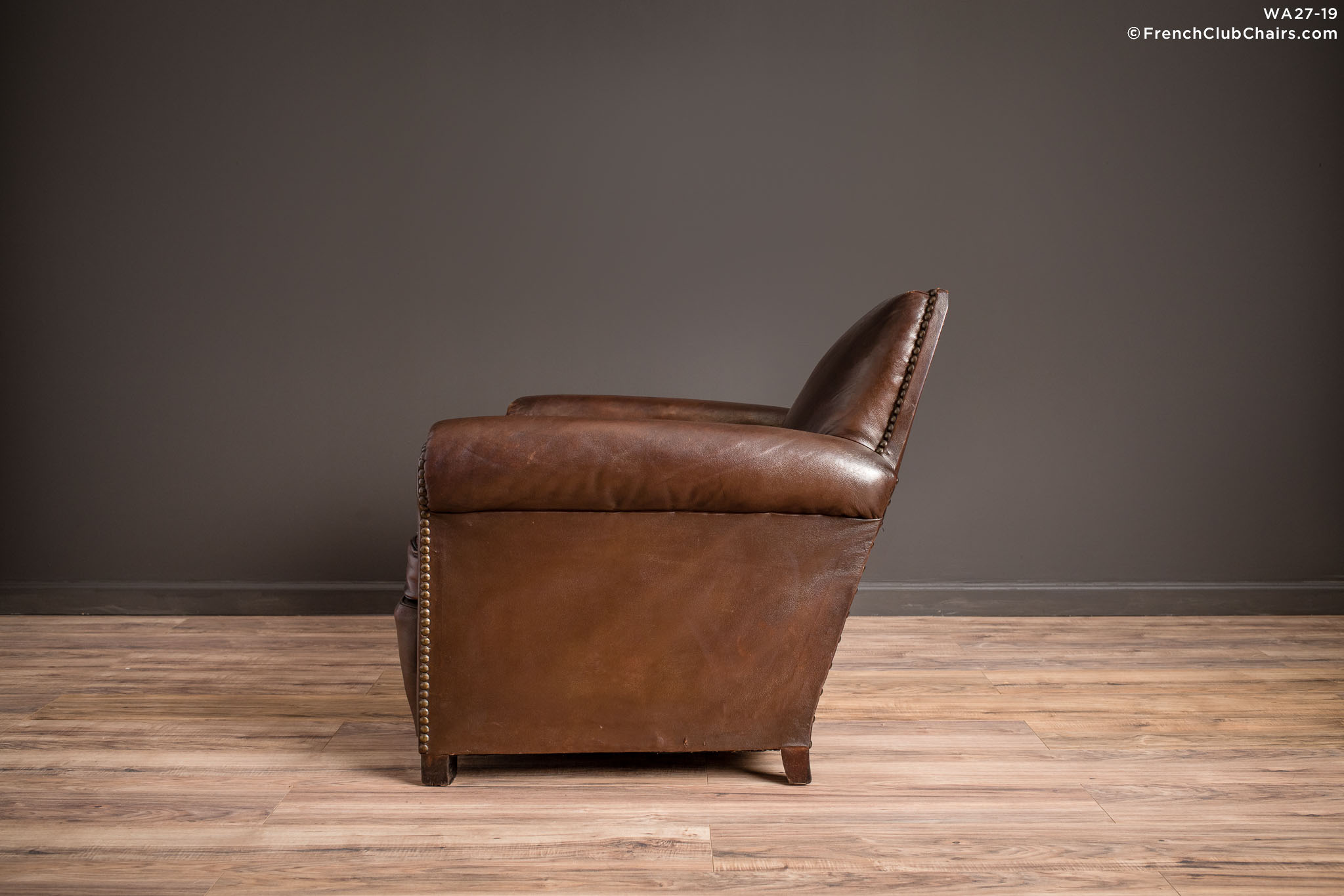 WA_27-19_The_Director_Nailed_High_Back_Solo_R_4LT-v01-williams-antiks-leather-french-club-chair-wa_fcccom