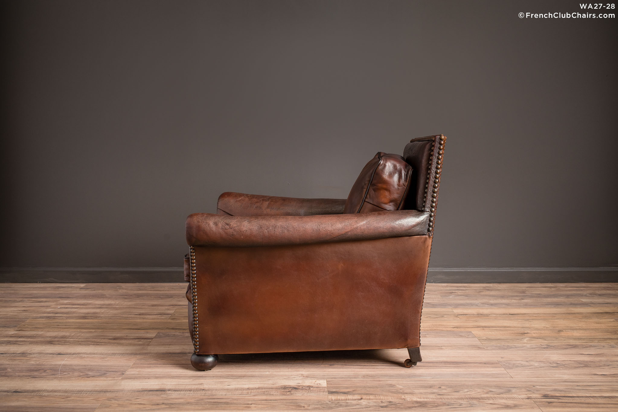 WA_27-28_Executive_Nailed_Dark_Solo_R_4LT-v01-williams-antiks-leather-french-club-chair-wa_fcccom