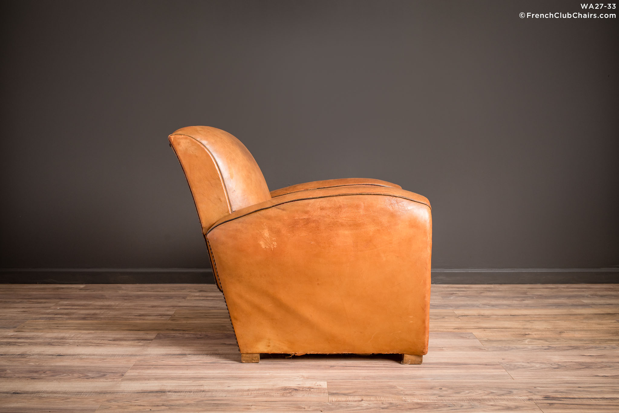WA_27-33_Slope_Saintes_Solo_R_3RT-v01-williams-antiks-leather-french-club-chair-wa_fcccom