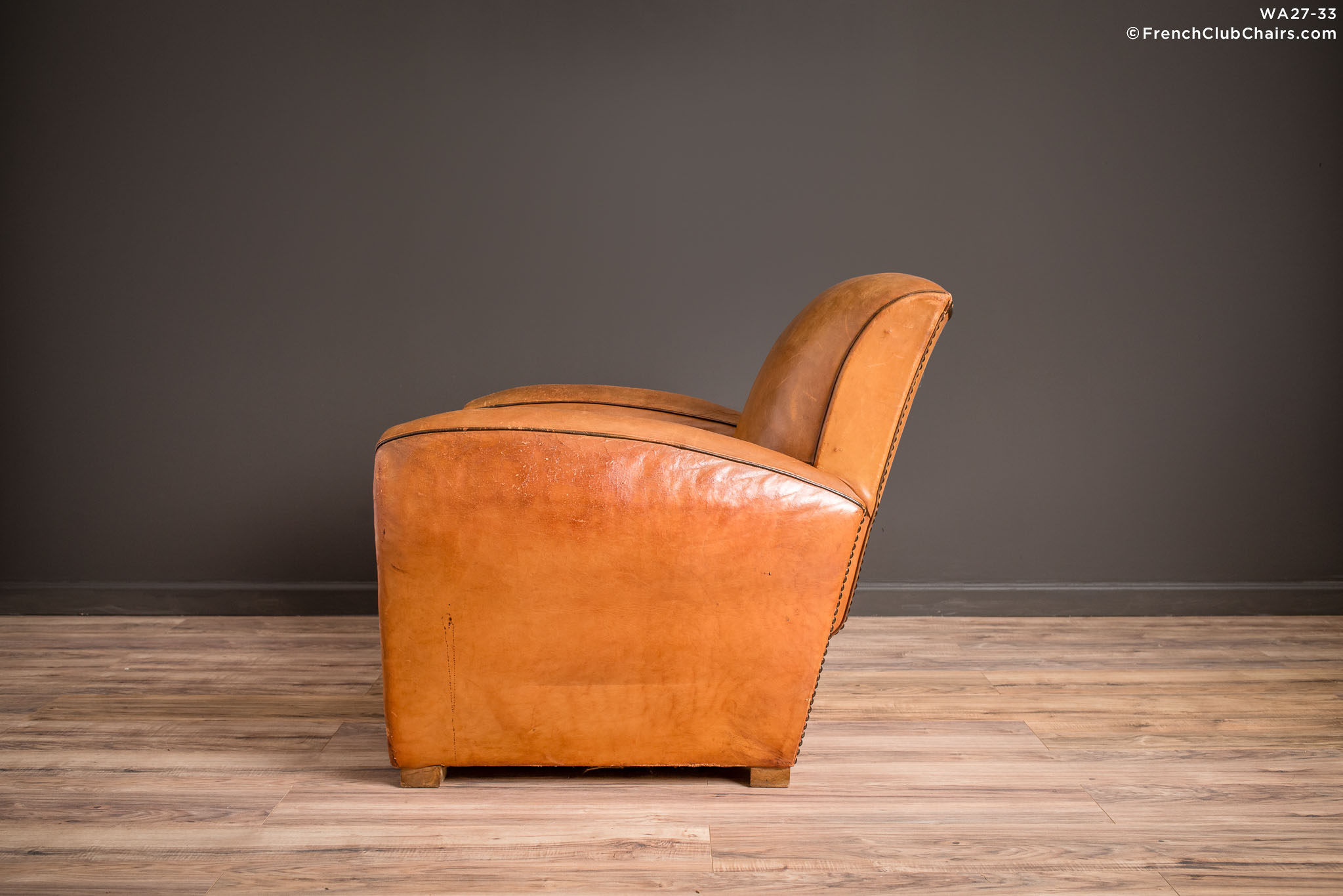 WA_27-33_Slope_Saintes_Solo_R_4LT-v01-williams-antiks-leather-french-club-chair-wa_fcccom