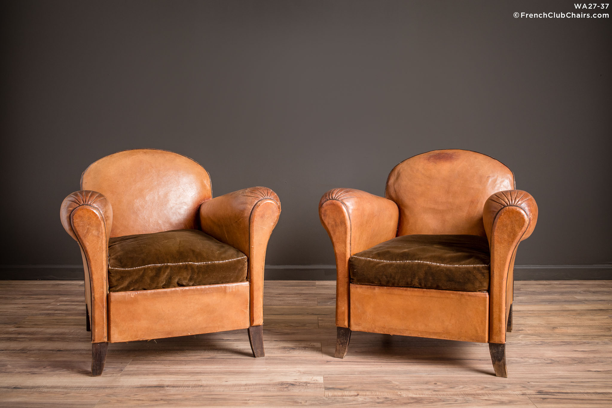 WA_27-37_Petite_Cinema_Etretat_Pair_R_1TQ-v01-williams-antiks-leather-french-club-chair-wa_fcccom