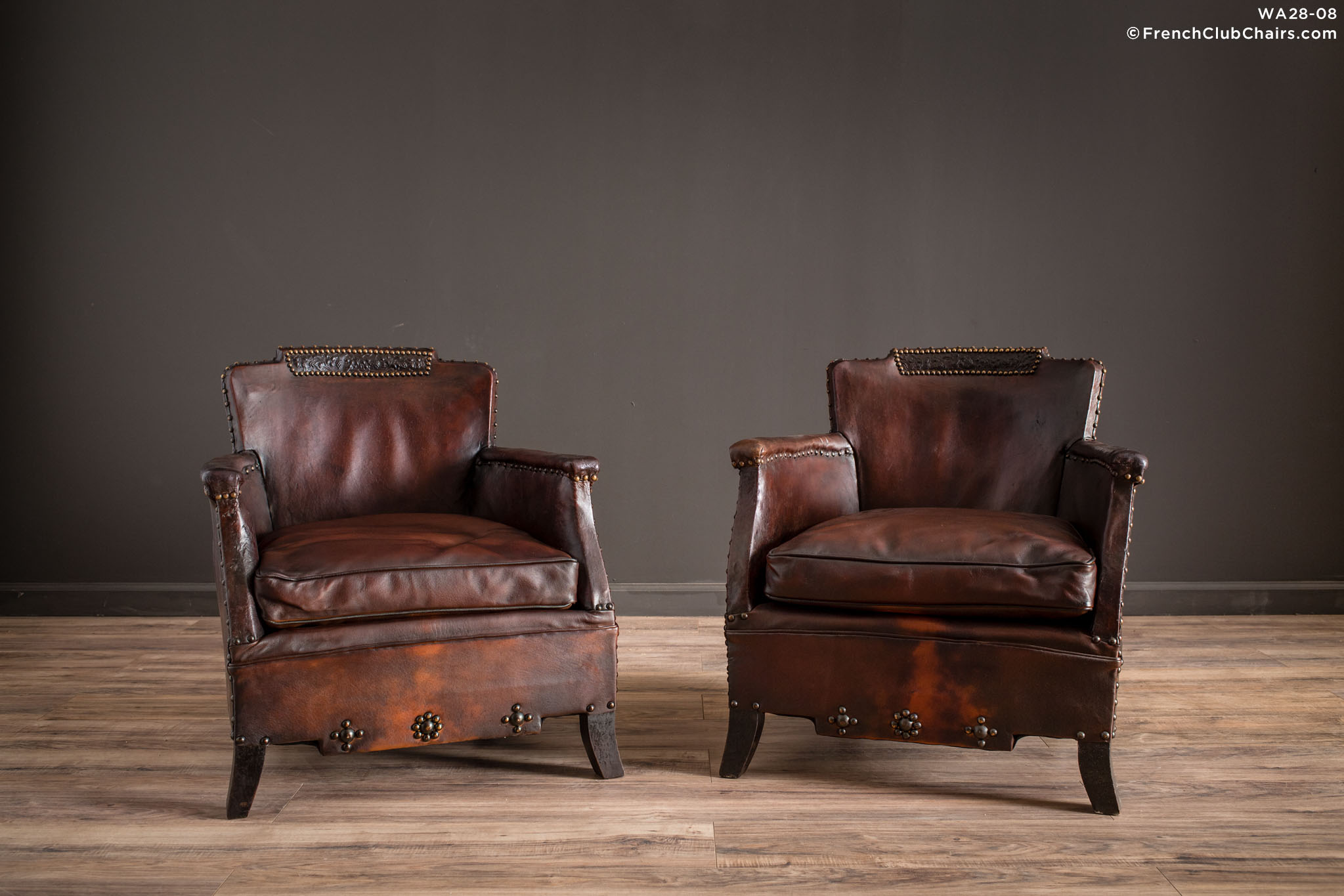WA_28-08_Corbeilles_De_Vignoble_Pair_R_1TQ1-williams-antiks-leather-french-club-chair-wa_fcccom