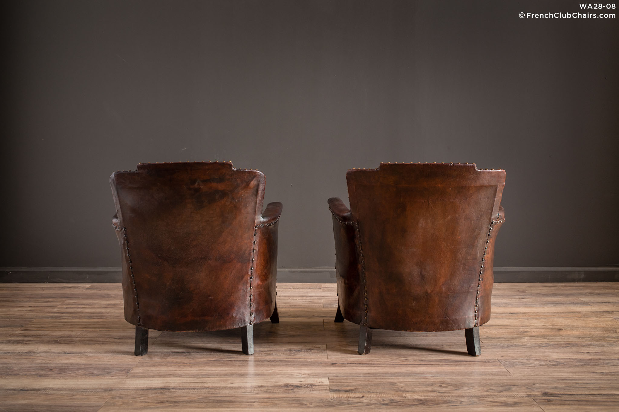 WA_28-08_Corbeilles_De_Vignoble_Pair_R_2BK1-williams-antiks-leather-french-club-chair-wa_fcccom