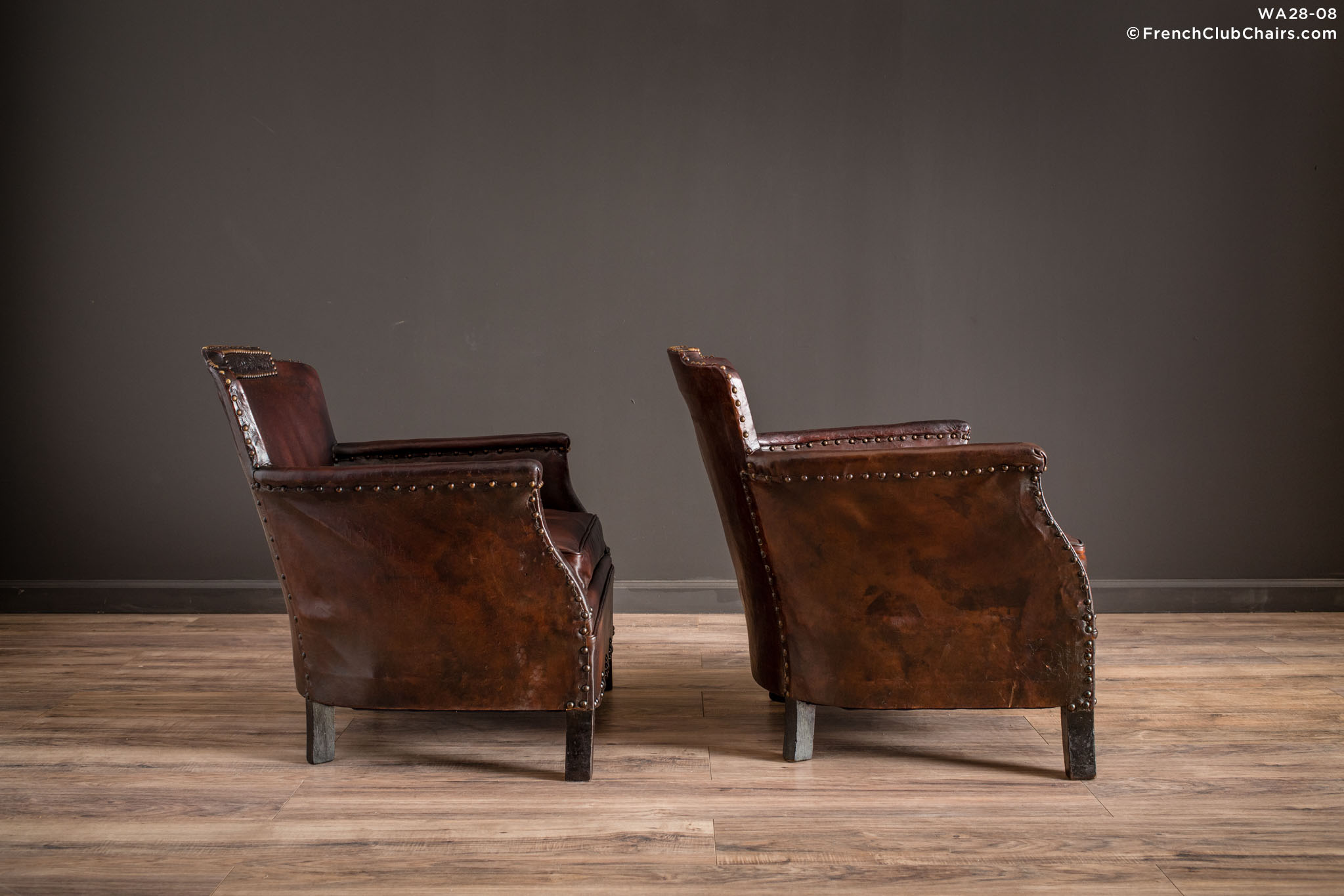 WA_28-08_Corbeilles_De_Vignoble_Pair_R_3RT1-williams-antiks-leather-french-club-chair-wa_fcccom