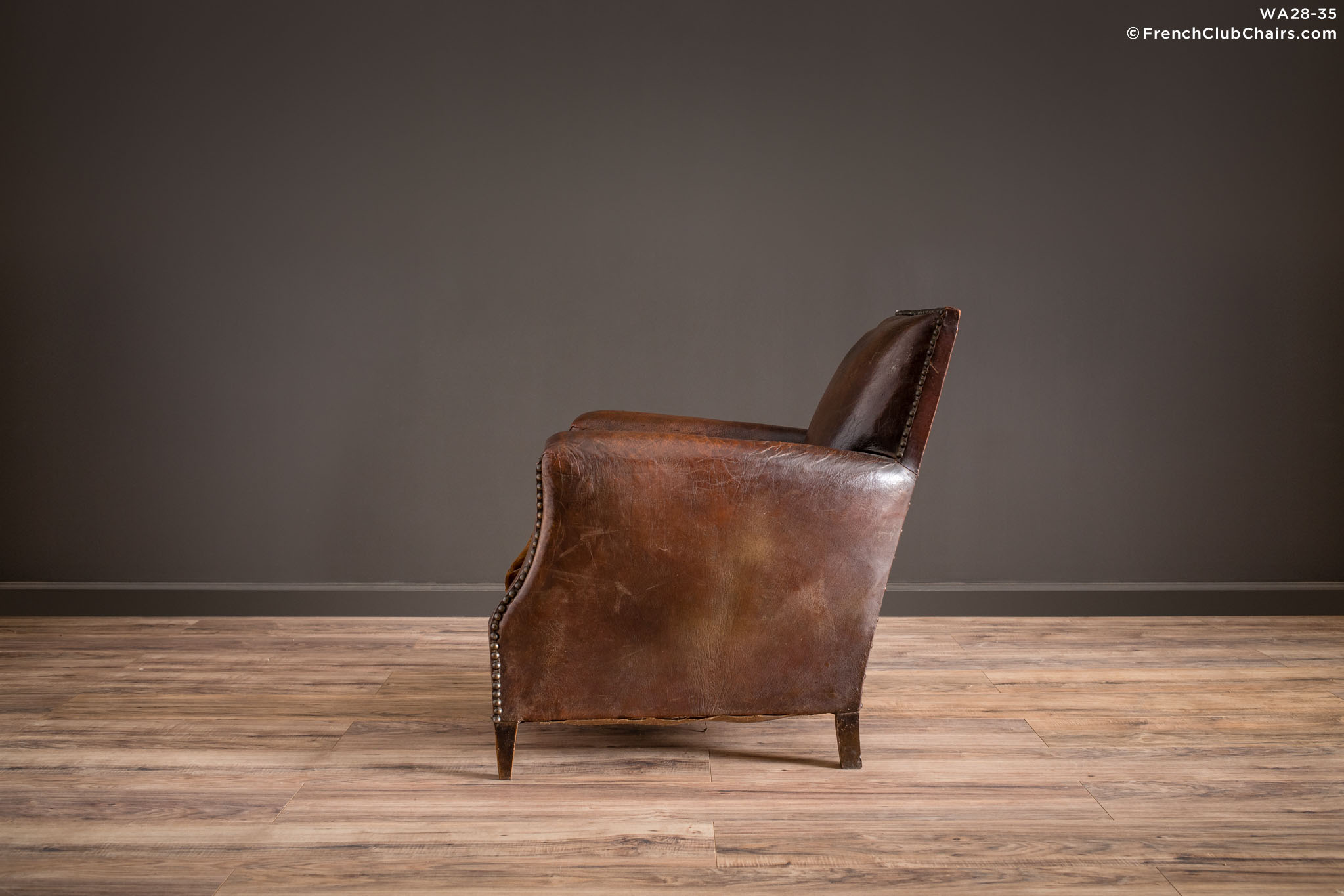 WA_28-35_Nailed_Lounge_Mesnil_Solo_R_4LT1-williams-antiks-leather-french-club-chair-wa_fcccom